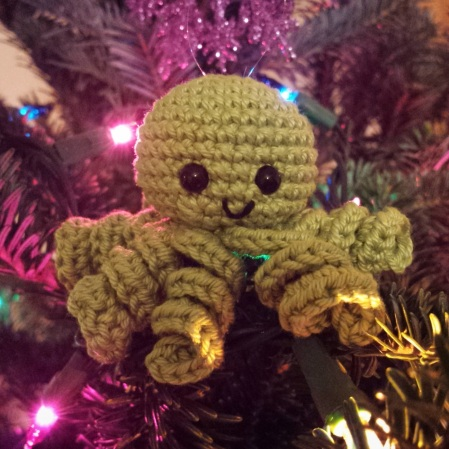 Amigurumi octopus ornament.jpg