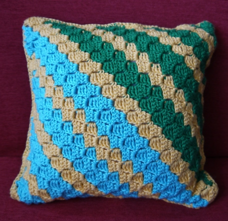 corner-to-corner-crocheted-pillow